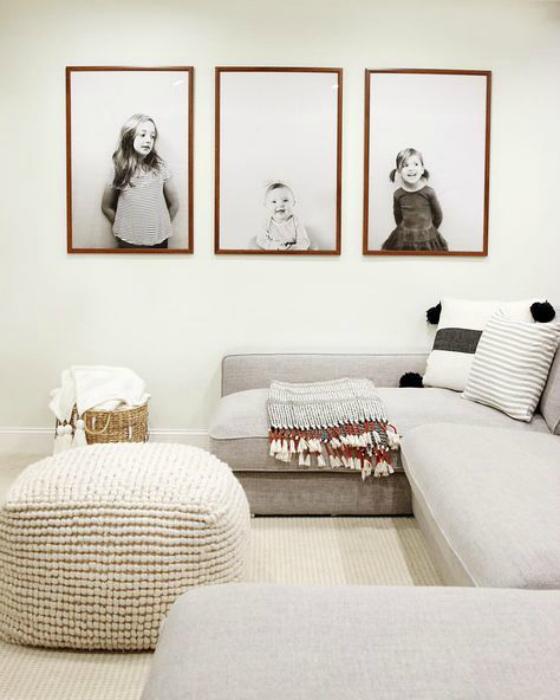 Уютная гостиная с минимумом мебели.