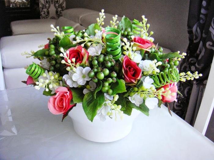 Искусственные цветы в интерьере. | Фото: HappyModern.RU.