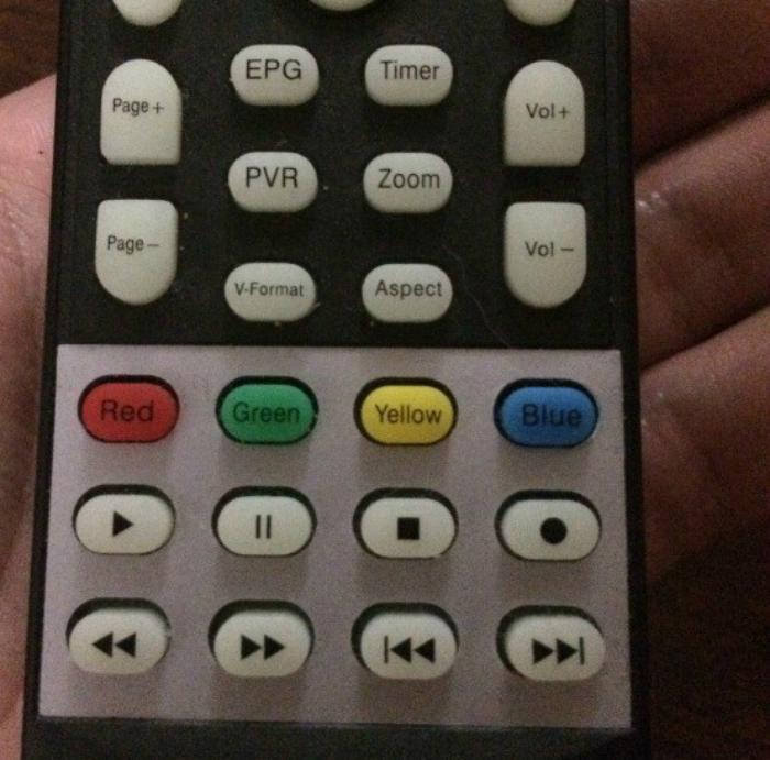 Это не только пульт от телевизора, но еще и развивающая игрушка для дальтоников.
