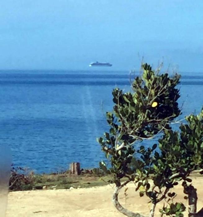 Корабль, плывущий по облакам.