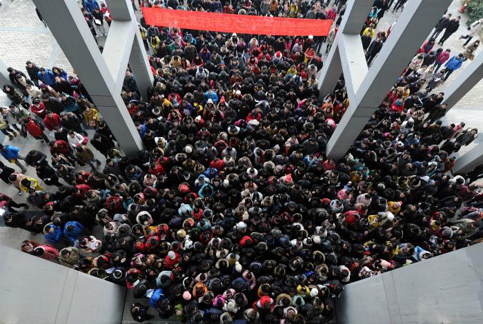По приблизительным подсчетам, в 2013 этот экзамен сдали около 1,8 миллиона человек. | Фото: XopoM News.
