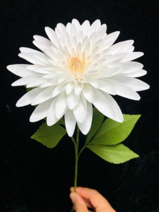 Реалистичный цветок из бумаги. | Фото: Pinterest.
