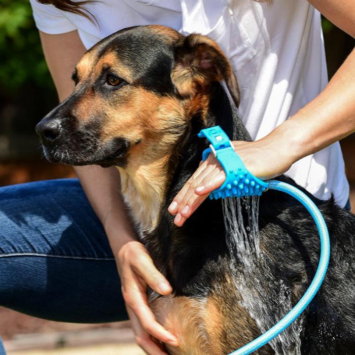 Ручной душ для собаки. | Фото: Pinterest.