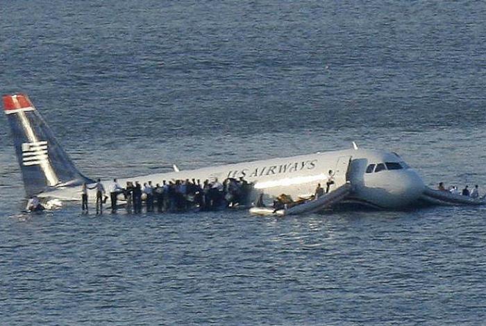 В авиакатастрофе невозможно выжить.