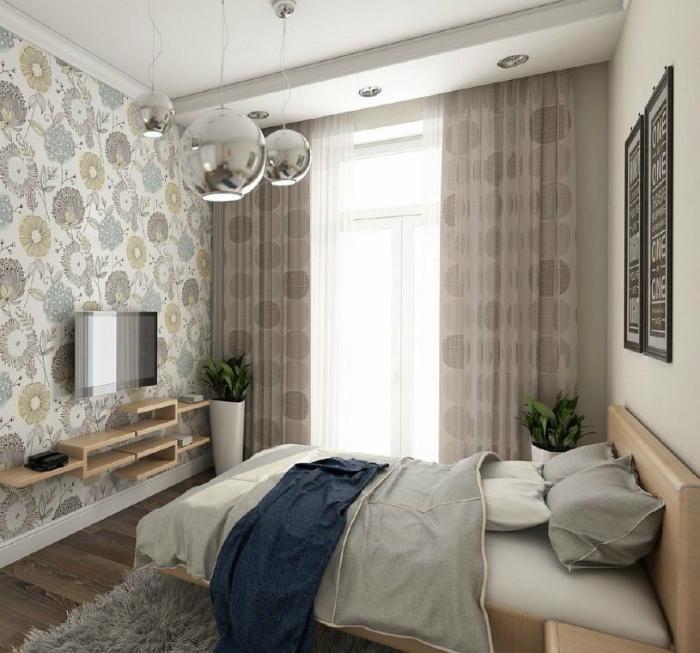 Крошечная спальня в нейтральных оттенках.