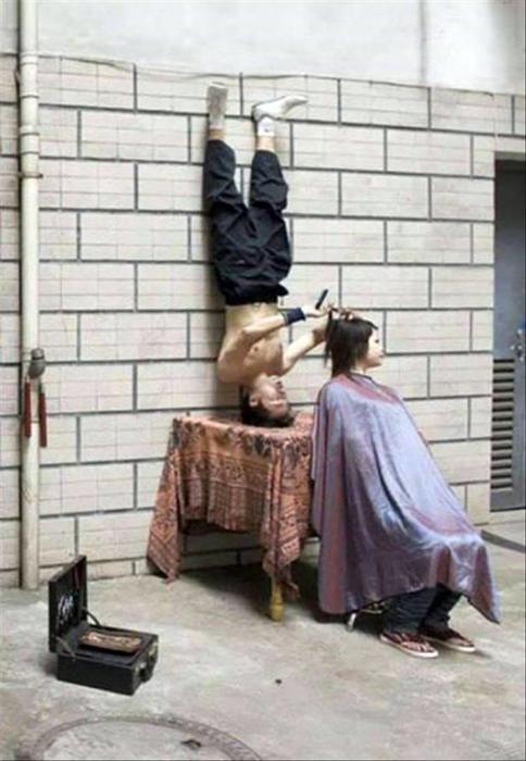 Странный парикмахер.