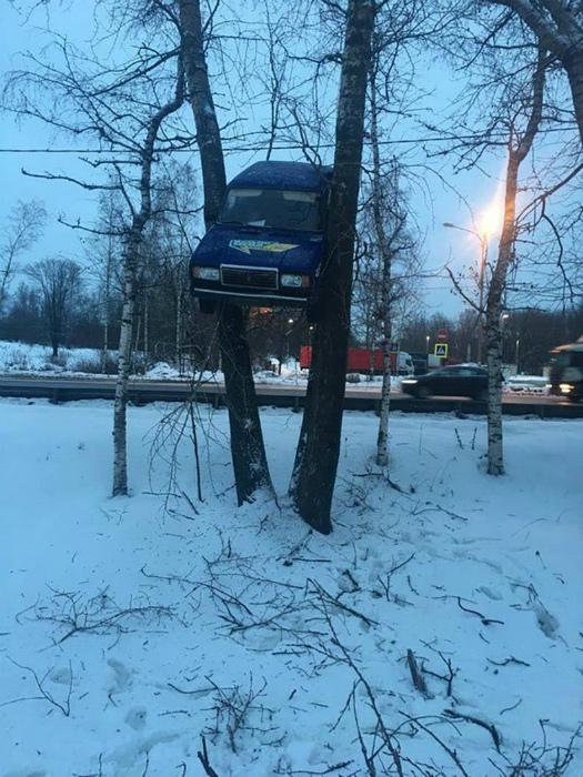 Высоко припарковался.