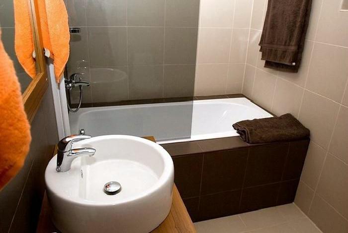 Ванная комната в нейтральных тонах.