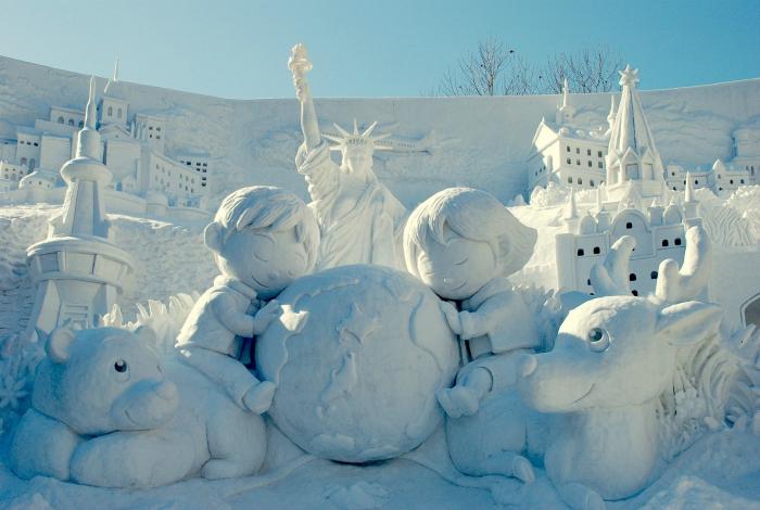 Сказочная снежная композиция о детстве.