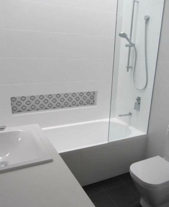 Раковина над ванной. | Фото: Сайт о ремонте ванной.