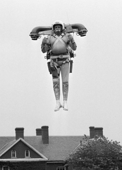 Персональный летательный аппарат, который крепится к спине, как рюкзак. 1969 год.