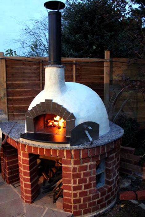 Традиционная печь из глины и кирпича.