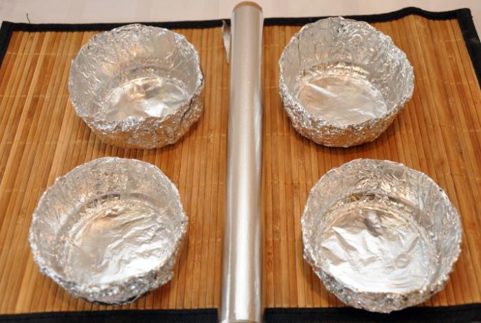 Тарелки из фольги.