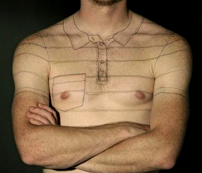 Этот парень теперь всегда в футболке.