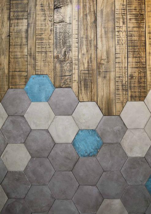 Комбинирование керамической плитки и ламината.