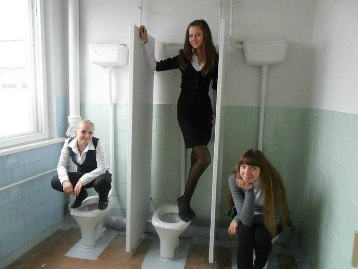 Три девицы под окном.