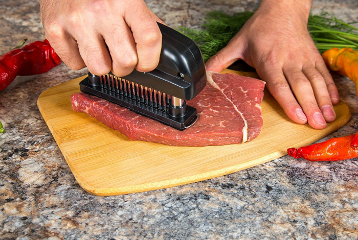 Небольшой тендерайзер для отбивания мяса.