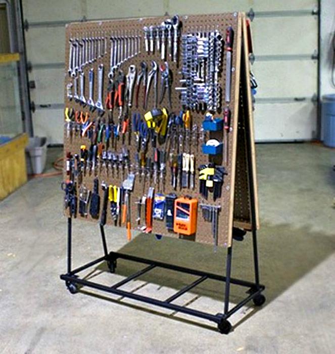 Мобильный стенд для инструмента.