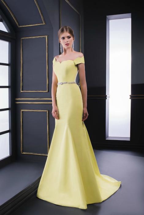 Желтое платье-годе.