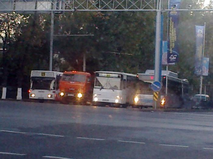 Гонки городских автобусов.