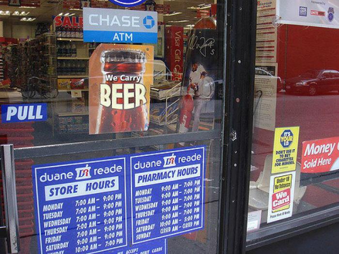 Продажа пива в американских аптеках. | Фото: Развлекательный портал TitCat.