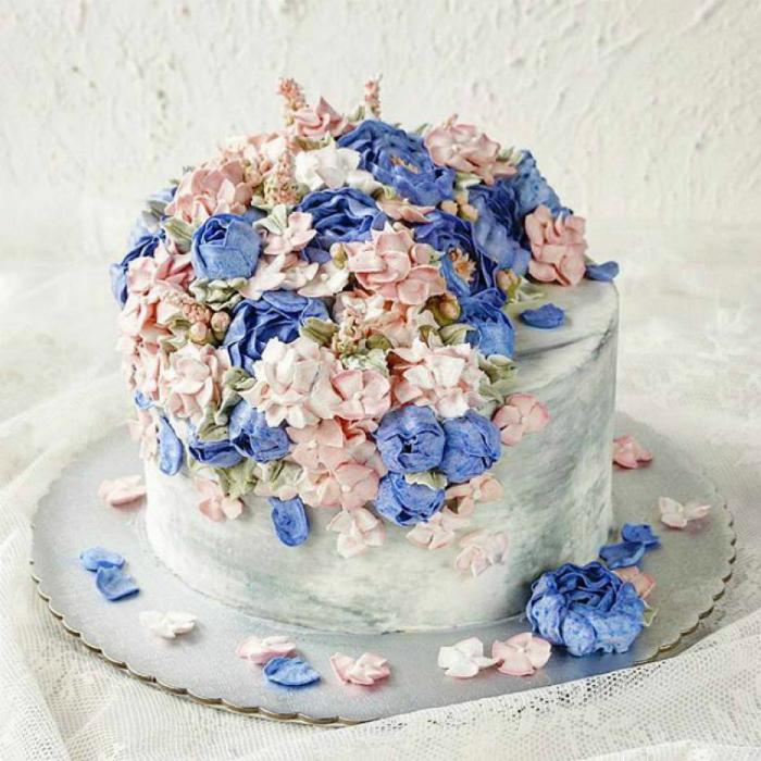 Торт в пастельных тонах.