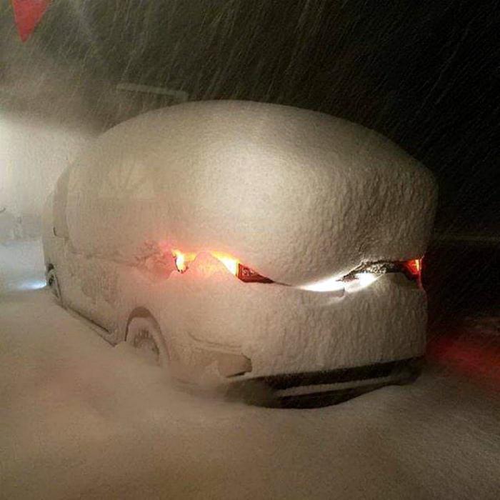 Машина под прикрытием. | Фото: Фишки.нет.