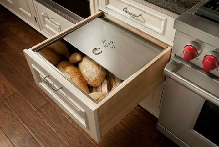 Хлебница в шкафчике. | Фото: Макспарк.