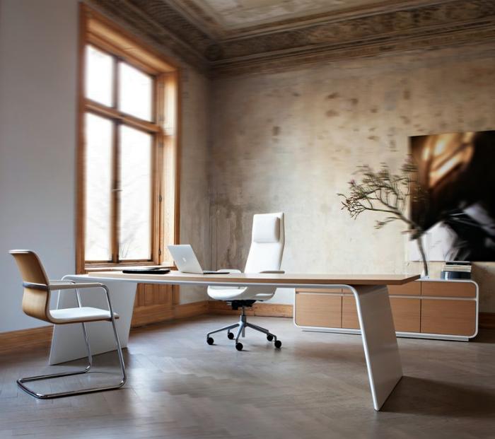 Просторный кабинет в стиле минимализм.
