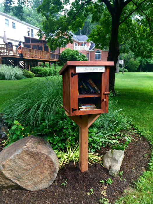 Домик с книгами. | Фото: Reddit.