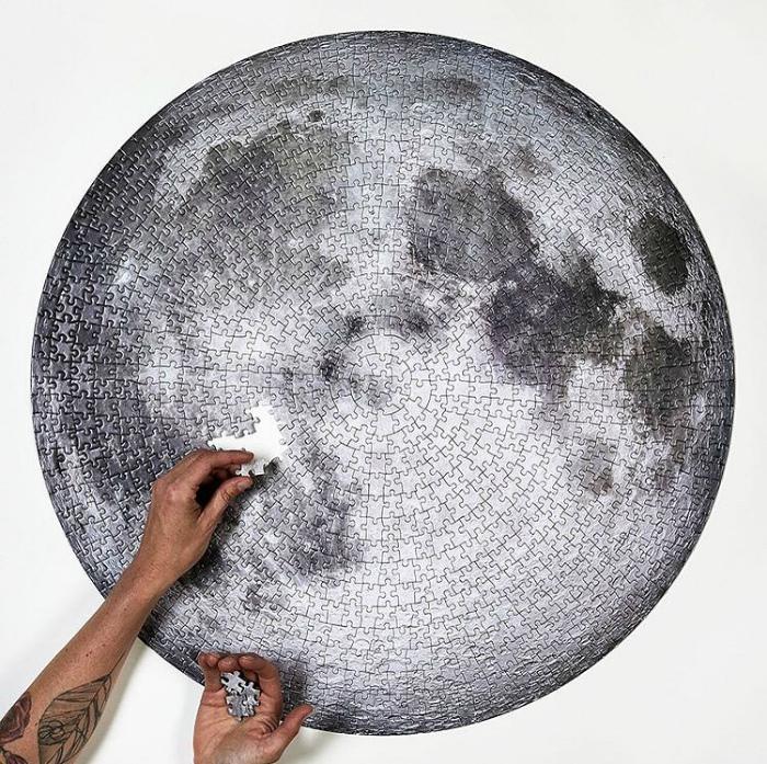 Пазл в виде луны. | Фото: Insta Phenomenons.