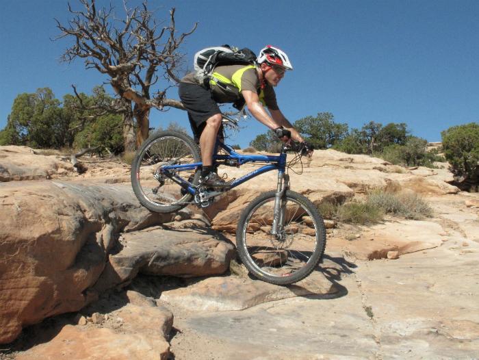 В этом лагере отдыхающие будут спускаться на плотах по горной реке, покорять скалистые вершины и кататься на велосипедах.