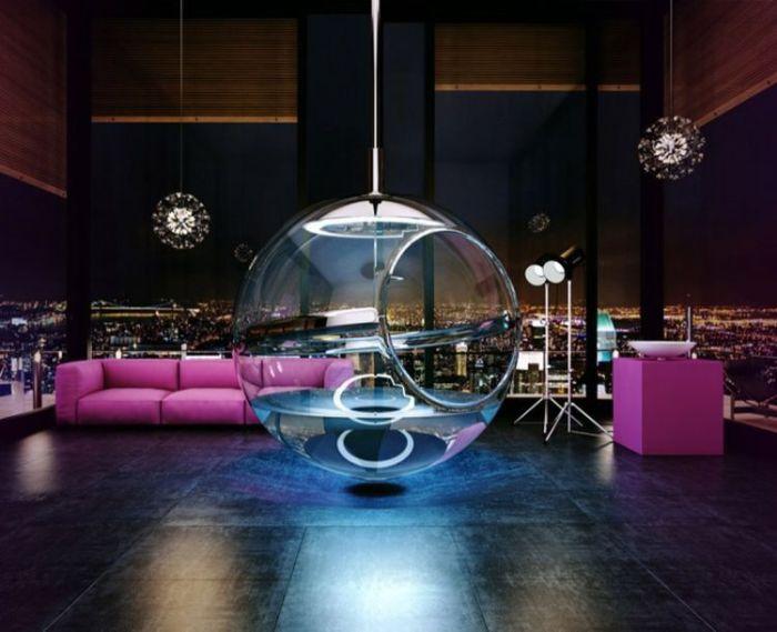 Удивительная ванна внутри стеклянного шара, которая парит в воздухе.