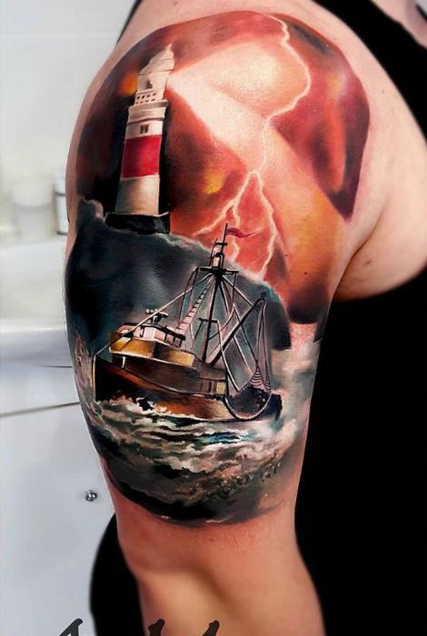 Татуировка с изображением штормящего моря.