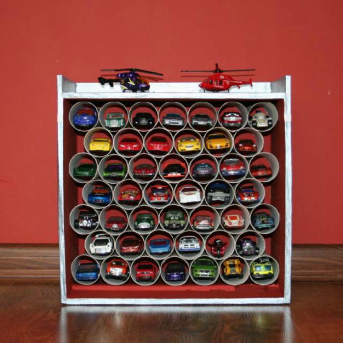 Игрушечный гараж-органайзер.