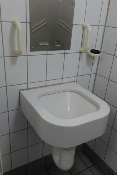Загадочная раковина без крана. | Фото: Reddit.