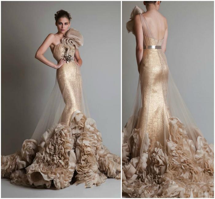 Платье-рыбка золотистого цвета.