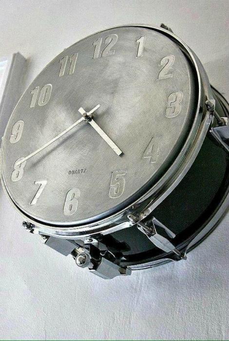 Настенные часы из барабана.