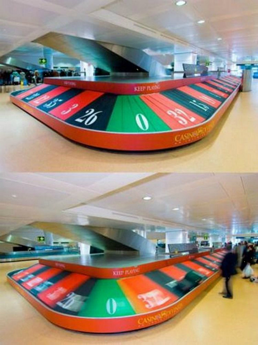 Оригинальная реклама казино в аэропорту.