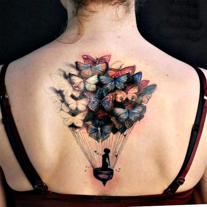 Татуировка с изображением воздушного шара из бабочек.