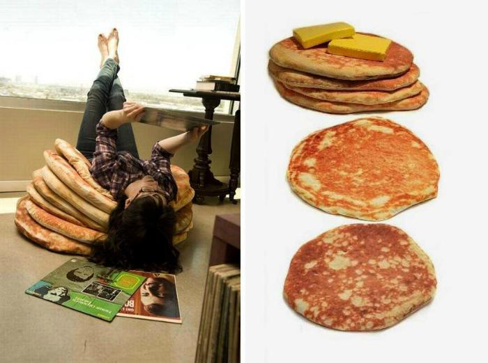 Оригинальный набор подушек в виде блинов, которые можно скручивать и складывать как угодно.