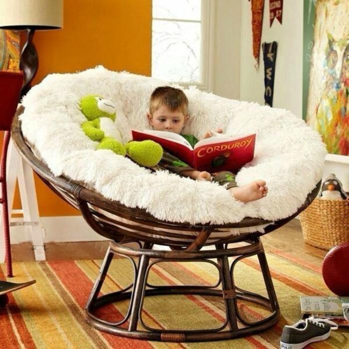 Красивое и комфортное кресло.