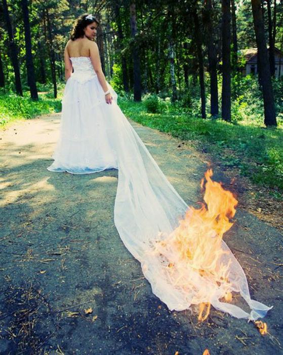 Поджечь платье невесты - гениально!