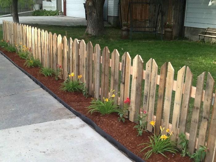 Невысокий заборчик. | Фото: Life - RU.com.