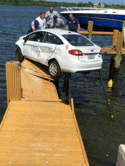 Застрял на мостике.