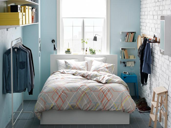 Необычные системы хранения в интерьере спальни.