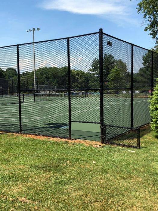 Дверца на теннисном корте. | Фото: Twizz.ru.