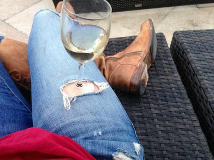 Практичная дырка в джинсах.