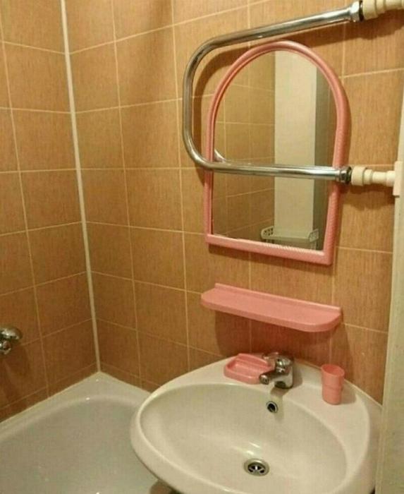 Нотка безумия в интерьере обычной ванны. | Фото: Смехач.
