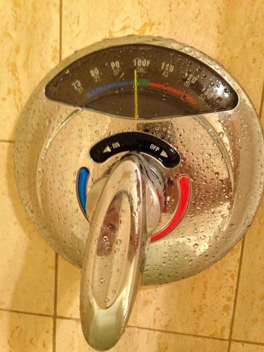 Смеситель с термометром.